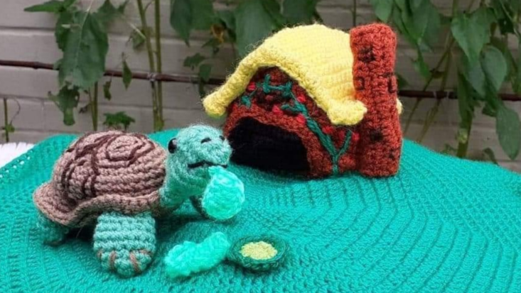 photo of knitted scene from Esio Trot