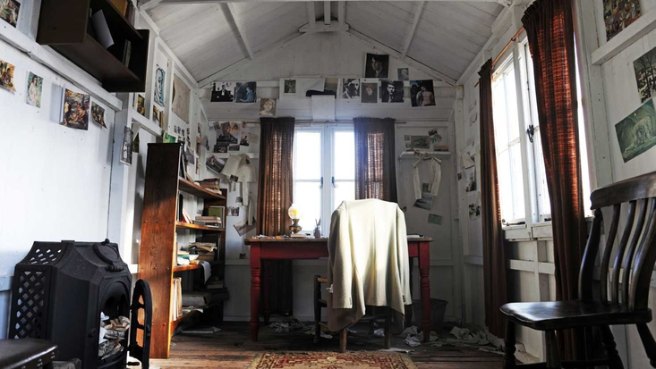 Photo of Dylan Thomas' Writing Shed courtesy of discovercarmarthenshire.com