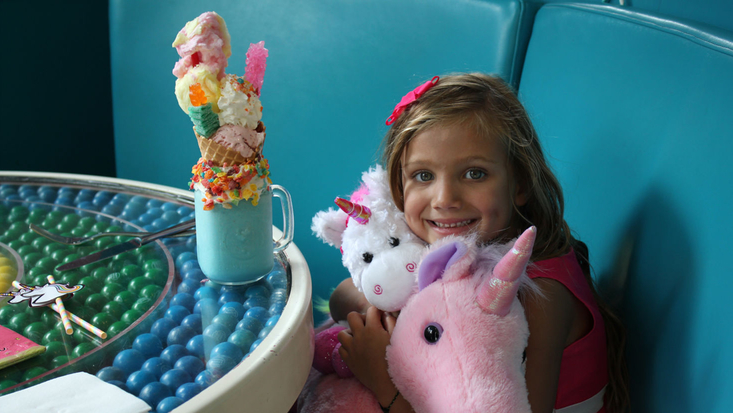 Imaginormous winner Giselle at Dylans Candy Bar